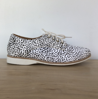 https://theurbanshoemyth.vendecommerce.com/rollie/products/rollie-derby-leopard-in-snow-leopard