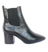 https://theurbanshoemyth.vendecommerce.com/products/sol-sana-teddy-boot-in-black